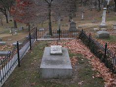 Grave of Elijah Lovejoy in Alton, Illinois Alton Illinois, Southern Illinois, How To Memorize Things, War, River, History, Folklore, Monuments, Places