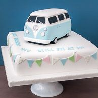 Brithday cakes / VW Camper van birthday cake with pastel vintage bunting