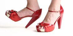 Mujer emprende pleito legal contra uso de tacones -...