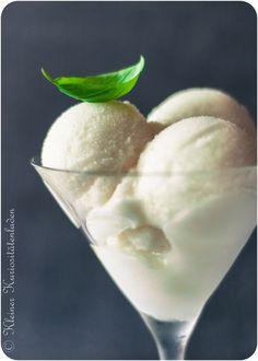 Zitronensorbet - Wasser, Zucker, Zitronensaft, Zitronenabrieb - http://www.kuriositaetenladen.com/2013/07/zitronensorbet-sorbetto-al-limone.html