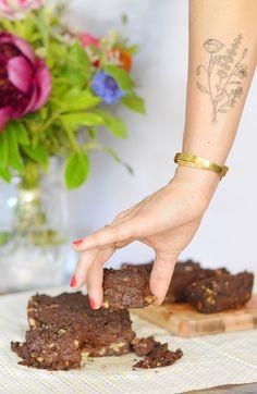 Retrouvez ma recette de gâteau au chocolat à base de patate douce : beaucoup plus fondant et léger qu'avec du beurre ou des oeufs, avec en plus un indice glycémique plus bas qu'un gâteau classique ! Le tout en version vegan et sans gluten ! www.sweetandsour.fr