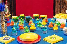 robot birthday party cupcakes
