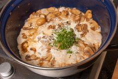 Ovenschotel met kip en champignonroomsaus - Keuken♥Liefde A Food, Food And Drink, Teller, What To Cook, Hummus, Slow Cooker, Healthy Snacks, Bacon, Bbq