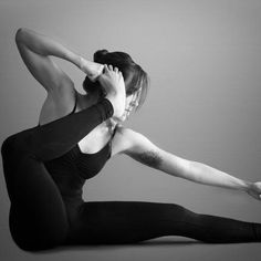 This vigorous style of yoga consists of a continuous series of postures which are linked together with fluid connecting movements (vinyasa). The practice is synchronized with careful attention to breathing to build internal heat. Bow Pose Yoga, Yoga Poses, Sanskrit, Yin Yoga, Yoga Meditation, Archer Pose, Bow Legged Correction, Getting Back In Shape, Yoga Teacher Training