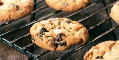 Chocolate Chip And Raisin Cookies  http://www.rodalewellness.com/food/chocolate-chip-and-raisin-cookies?cid=isynd_PV_0116