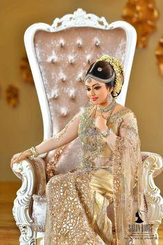 Indian Wedding Bride, Indian Wedding Photos, Indian Bridal Outfits, Indian Bridal Makeup, Bridal Dress Design, Bridal Blouse Designs, Bridal Style, Bride Reception Dresses, Bridal Dresses