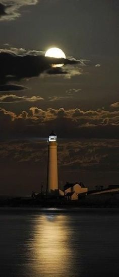 Moonrise over Scurdie Ness Lighthouse on the headland of River South Esk estuary in Montrose, Angus, Scotland • photo: Graeme Davidson on Flickr