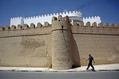 Apontamentos fotográficos com pessoas em circulação em lugares interessantes para imagens - paisagem urbana, natural...Fotos: Tunísia. Câmaras: Canon 450D