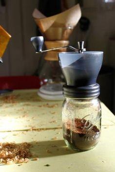 Read our Hario Skerton vs Mini Mill comparison! Side by Side differences | Prima Coffee