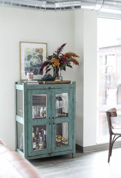 Beverage Cabinet / Bar Cart Autumn decorating ideas to create Fall Style in the Dining Room | #fall #barcart #modern #fall #decor #apartment