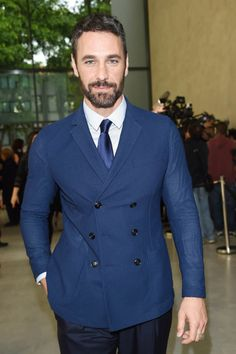 Raoul Bova Hollywood in Milan by Re Giorgio: global ambassador for Expo 2015 photo @ Getty Images Courtesy press office Raoul Bova, Chris Pine, Bear Men, Sharp Dressed Man, Mens Fashion Suits, Leonardo Dicaprio, This Man, Giorgio Armani, Gorgeous Men