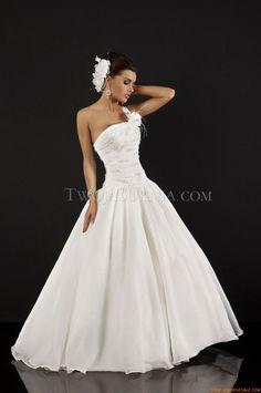 Robe de mariee Relevance Bridal Nisha Charming Simplicity