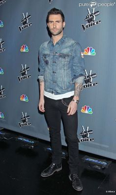 Adam Levine and Blake Shelton   Adam Levine, Christina Aguilera, Blake Shelton et Cee Lo Green ...