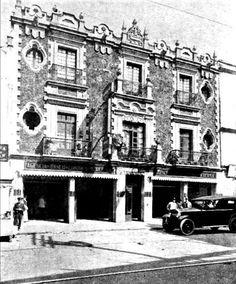 Calle Rep. de Uruguay, entre Correo Mayor y Las Cruces, sucursal del Banco de Londres y México, ca. 1932.