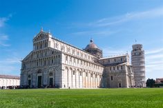 La Piazza dei Miracoli de Pisa, con la catedral y la torre inclinada