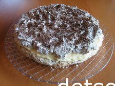 Islandskake - kokosmarengsbunn, vaniljekrem og sjokoladekrem
