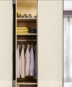 Il existe plusieurs façons d'illuminer son dressing . Et, parce qu'une simple ampoule au plafond ne suffit pas, nous vous proposons trois types d'éclairages qui devraient savoir vous satisfaire. À vous ensuite de choisir la solution qui vous convient le mieux.