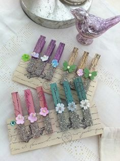 5 Glass Glitter Clothes Pins -- cool for hanging Christmas cards or banner letters! Diy Craft Projects, Craft Stick Crafts, Craft Gifts, Diy And Crafts, Arts And Crafts, Paper Crafts, Clothes Pegs, Clothes Crafts, Decorated Clothes Pins