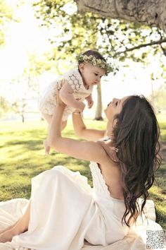 Mother/Daughter Love, beautiful pose and photo Mother Daughter Photos, Mother Daughter Photography, Daughter Love, Mother Daughters, Newborn Photography, Family Photography, Photography Ideas, Children Photography, Older Couple Photography