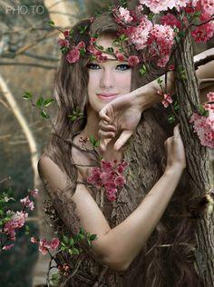 Fotomontaje cuerpo de mujer en el bosque