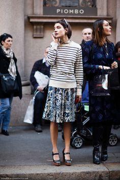 Stripes + print street style, Stockholm Street Style via Carolines Mode. Street Style Chic, Stockholm Street Style, Looks Street Style, Paris Street, Daily Fashion, Look Fashion, Womens Fashion, Net Fashion, Street Fashion