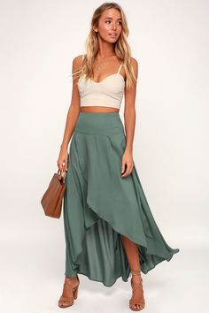 Pair the O'Neil Ambrosio Dark Sage Green High-Low Maxi Skirt with a Boho crop top for a breezy, vacay worthy look! Lightweight woven fabric dances from the high, banded waist into a cascading maxi skirt with a high-low tulip hem. Hidden back zipper/clasp. Great Gatsby Outfits, Maxi Skirt Outfits, Crop Top Outfits, Maxi Skirt Outfit Summer, Summer Skirts, Women's Dresses, Dresses Online, Bridesmaid Dresses, Summer Dresses