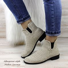 Best Crochet Shoes And Boot Designs Crochet Sandals, Crochet Shoes, Crochet Slippers, Crochet Boots Pattern, Shoe Pattern, Cozy Socks, Cute Sneakers, Designer Boots, Mode Outfits