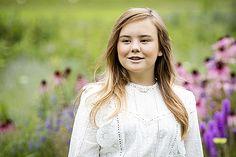 Koningspaar sluit eerste halfjaar af met fotosessie Dutch Royalty, Three Daughters, Queen Maxima, Netherlands, Victoria, Celebrities, Lace, Royal Families, Royals