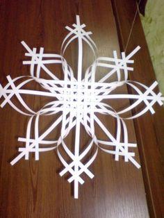 Скоро новый год, поэтому предлагаю вашему вниманию еще один вариант изготовления красивой снежинки. На сайте есть похожие, но все же отличные от моей.