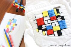 Customiser un jean avec de la broderie inspiration Mondrian, DIY par Alice Gerfault Mondrian, Alice, Diy And Crafts, Tee Shirts, Couture, Inspiration, Embroidered Jeans, Embroidery, Biblical Inspiration