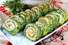 Salmon Roulade with Spinach & Feta Easter Recipes, Snack Recipes, Snacks, Salmon Roulade, Cookie Bakery, Salad Rolls, Hotel Breakfast, Spinach And Feta, Food Design