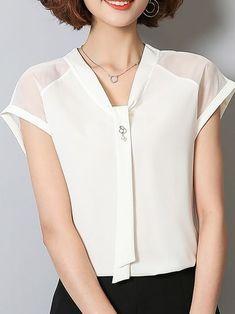 Chiffon Perspective Slim Cozy Blouses Source by rejakr Blouse Styles, Blouse Designs, Business Outfit Damen, Site Mode, Sewing Blouses, Vetement Fashion, Work Attire, Mode Style, Ladies Dress Design