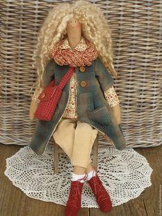 Купить или заказать Тильда Кукла Тильда в интернет-магазине на Ярмарке Мастеров. Интерьерная кукла в стиле Тильда Очаровательная Тильдочка в любимом стиле:) Вельветовые штанишки, хлопковая рубашка с цветочным принтом, плащик из японского фактурного хлопка, шарфик, носочки и замшевые ботиночки. Светловолосая кудряшка для хорошего настроения, для души!!! *************************************** Только высококачественные материалы *************************************** Тильда…
