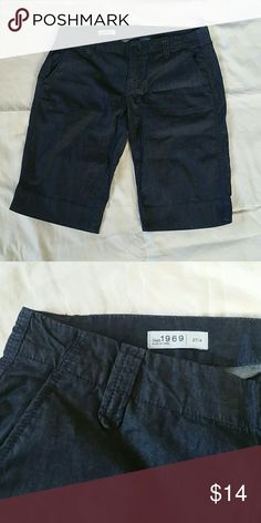 EUC GAP chambray shorts Size 27/4. In excellent used condition! Price is firm unless bundled. No trades! GAP Shorts Bermudas