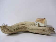 Beyond the Cowshed Painted Driftwood, Driftwood Art, Wooden Art, Wooden Crafts, Pebble Painting, Pebble Art, Stone Painting, Seaside Art, Driftwood Projects