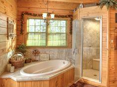 mooi voorbeeld van hout in de badkamer en indeling met douche of sauna rechts