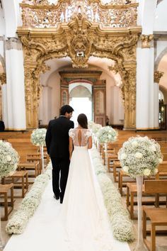 Church Decorated with Babys Breath | photography by http://www.brancoprata.com/