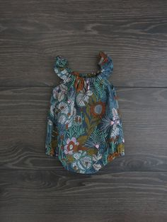 Baby girl romper / Organic baby clothes / Flutter sleeve romper / Baby girl clothes / Summer baby playsuit / Floral romper / baby romper Girls Playsuit, Baby Girl Romper, Girls Rompers, Baby Girl Dresses, Baby Boy Outfits, Baby Dress, Girls Summer Outfits, Organic Baby Clothes, Long Sleeve Romper