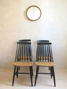 chairs - Mobilier vintage, commodes, armoires, tables, buffets C'est Vintage Ercol Dining Table, Antique Dining Chairs, Upholstered Dining Chairs, Table Vintage, Vintage Chairs, Vintage Furniture, Upcycled Furniture, Ercol Chair, Ercol Furniture
