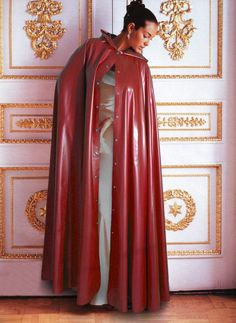 "imperrouge0551 (from <a href=""http://www.capuchons.chtimi.net/picture.php?/6370/category/1"">CAPUCHONS, CAPES & PELERINES</a>)"