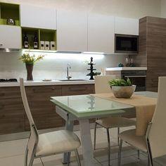Ecco un'altra soluzione di cucina che trovi esposta nel nostro showroom. Siamo il centro cucine più grande del sud Italia.