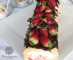 Brazo de nata con fresas y chocoaove http://www.carminaenlacocina.com/2015/04/brazo-de-nata-con-fresas-y-chocoaove.html