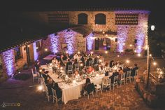 Lights and mood for a romantic dinner in Tuscany