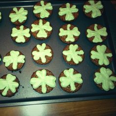 Shamrock Brownies ~ Can't wait to try these!! The icing is fantastic!! @Lorien Pirtle lets rock these!