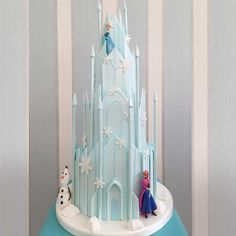 View our Novelty Cakes Gallery Frozen Castle Cake, Disney Frozen Cake, Disney Cakes, Frozen Themed Birthday Cake, Castle Birthday Cakes, Themed Cakes, Elsa Birthday Cake, Pastel Frozen, Madeleine Cake