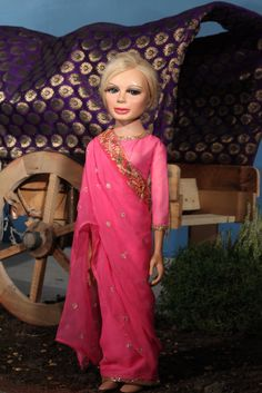 Lady Penelope dons a sari, Thunderbirds 1965 Bonnie And Clyde Death, Childhood Images, Childhood Memories, Runway Fashion, Fashion Tips, Fashion Trends, Fashion Fashion, Fashion Ideas, Thunderbirds Are Go