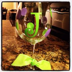 Wine glass with vinyl Initial
