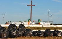 SLU recolhe quase 32 toneladas de lixo no sábado de carnaval - http://noticiasembrasilia.com.br/noticias-distrito-federal-cidade-brasilia/2016/02/07/slu-recolhe-quase-32-toneladas-de-lixo-no-sabado-de-carnaval/