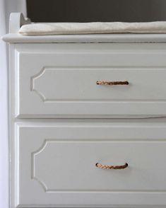 Diy Hanging Shelves, Diy Wall Shelves, Floating Shelves, Reading My Tea Leaves, Ikea, Towel Storage, Old Dressers, Diy Home Decor Projects, Mason Jar Diy