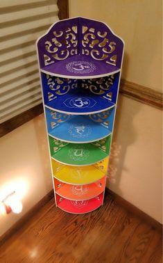 Meditation Space, Chakra Meditation, Feng Shui Symbols, Crystal Shelves, Les Chakras, Zen Room, Chakra Crystals, Corner Shelves, Corner Desk